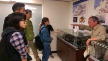 劉所長在汙水處理廠為同學們解說
