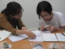 王淑津 老師教導學生辦認方法